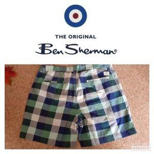 Ben Shernan plaided mens short.